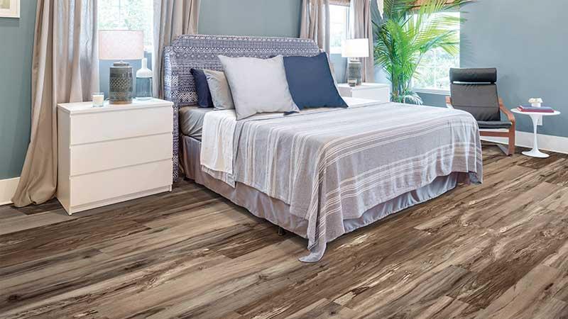 kamar tidur minimalis pakai lantai vinyl motif kayu