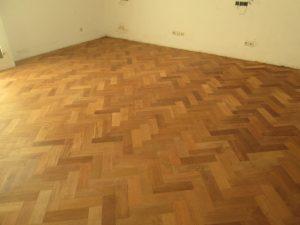 Pemasangan lantai kayu herringbone hargaparket.com