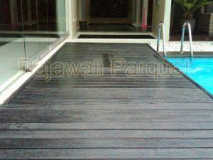 harga lantai kayu Tepi kolam berenang
