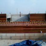harga lantai kayu dipasang di dinding