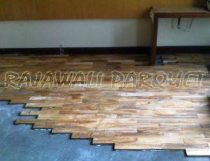 Pemasangan lantai kayu didalam ruangan