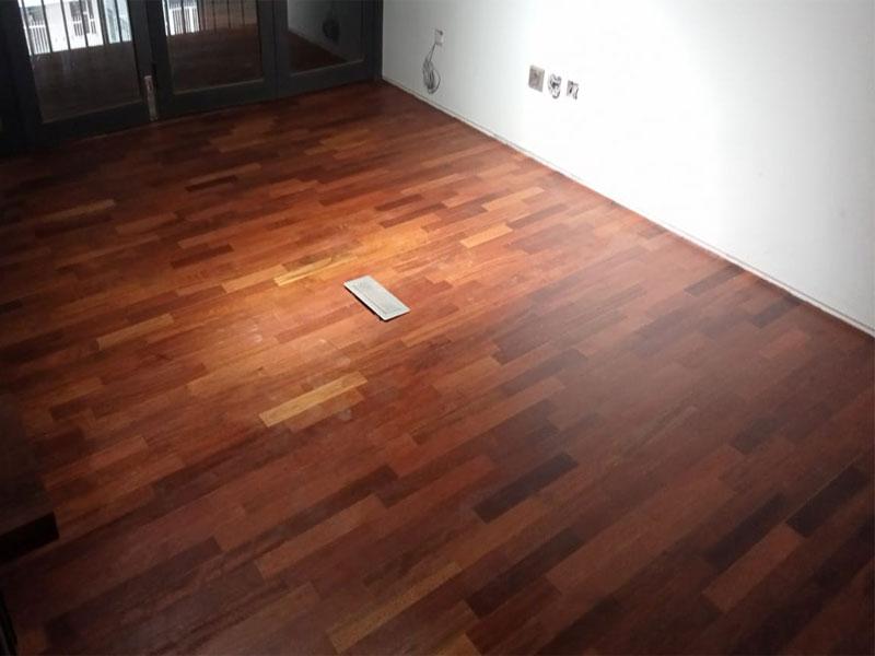 contoh lantai kayu merbau yang sudah terpasang rapih