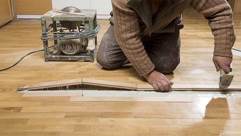 kiat cepat memperbaiki parket lantai yang rusak atau tergores