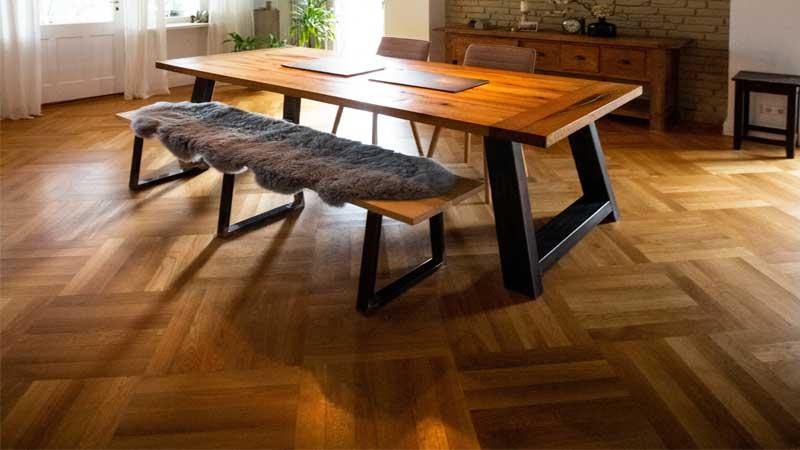 parket kayu jati & merbau sering diterapkan pada rumah minimalis