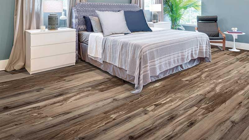 rekomendasi lantai vinyl motif kayu kamar tidur