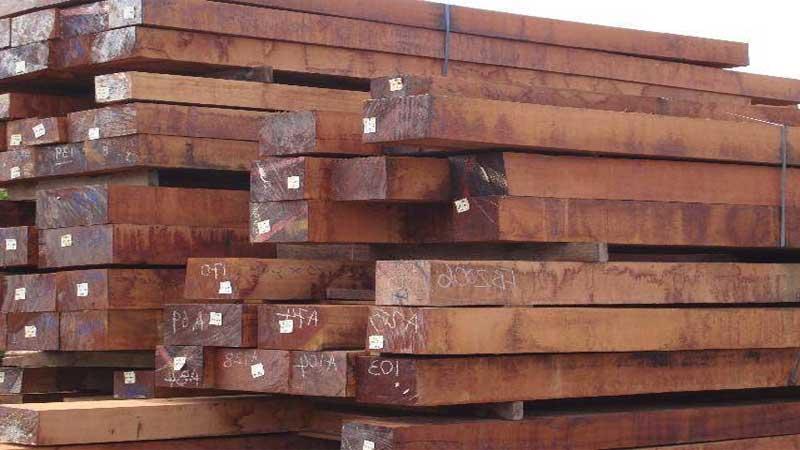 gudang lantai kayu di Bandung