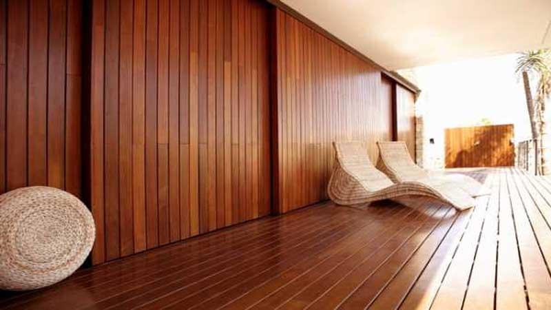 parket dinding dapat menghasilkan kesan yang hangat pada ruangan