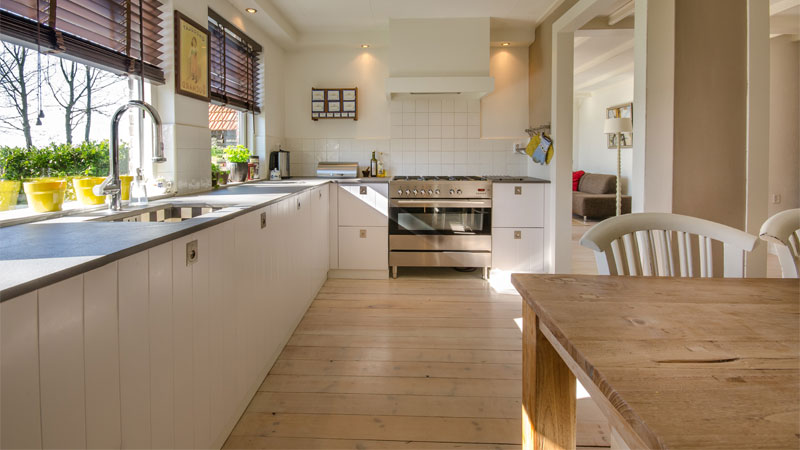 lantai kayu laminated area dapur