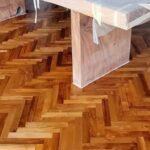 Lantai kayu Jati Grade A dengan teknik Herringbone
