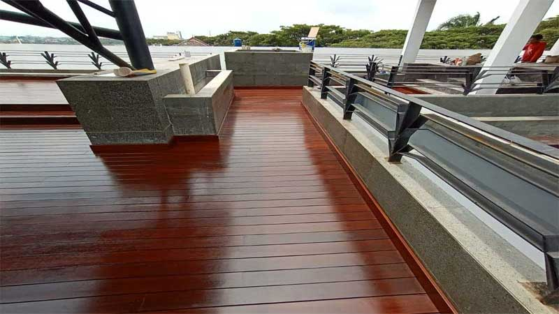 pasang lantai kayu outdoor