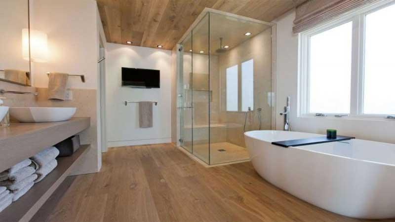 rekomendasi lantai vinyl motif kayu untuk kamar mandi