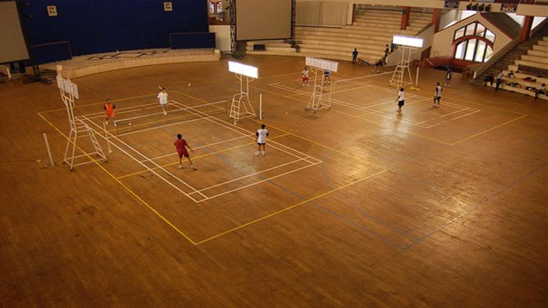 biaya pemasangan lantai kayu lapangan badminton