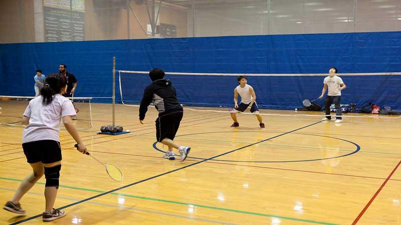 lantai parket lapangan badminton