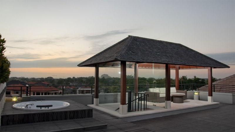 membangun sebuah gazebo minimalis di area rooftop