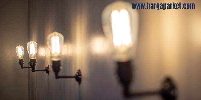 tips dekorasi cafe outdoor - gunakan lampu bohlam