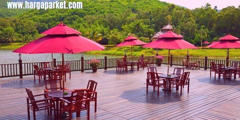 tips dekorasi cafe outdoor - gunakan lantai kayu outdoor