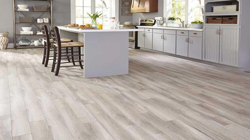 rekomendasi lantai SPC untuk area dapur minimalis