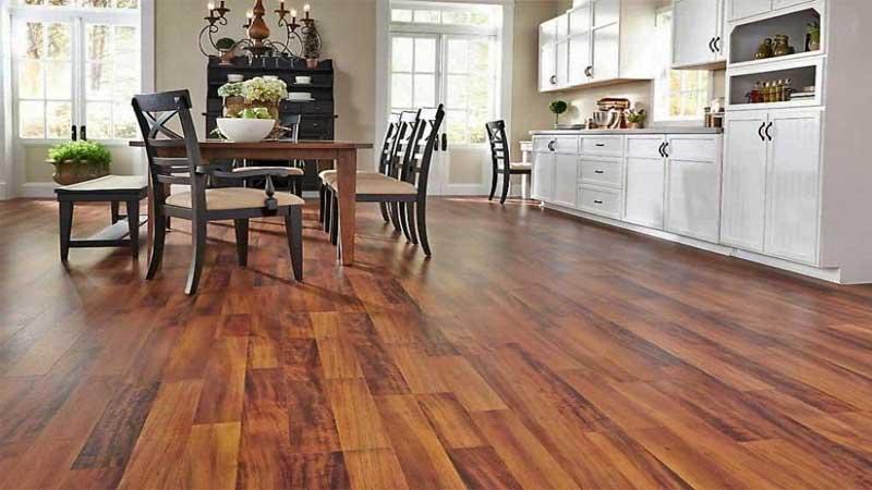 lantai PVC rekomendasi diterapkan di area dapur