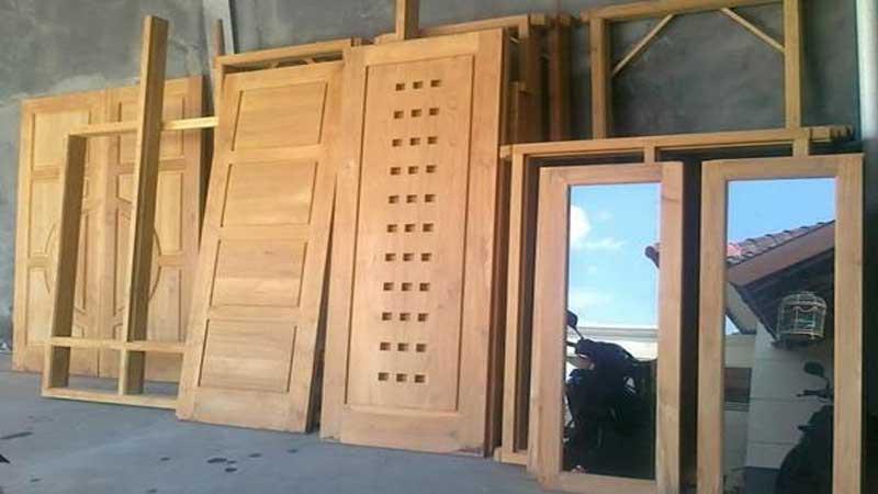 manfaat kayu manglid untuk membuat kusen, jendal dan pintu
