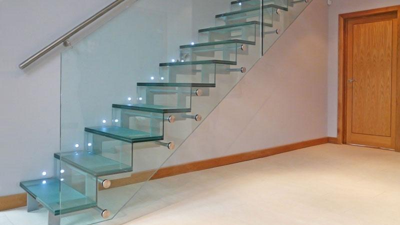 inspirasi desain tangga kaca minimalis