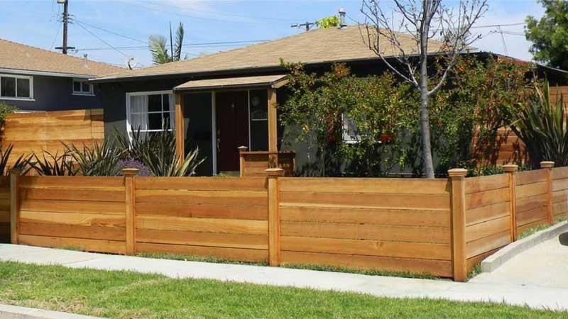 keunggulan menggunakan pagar kayu teras rumah