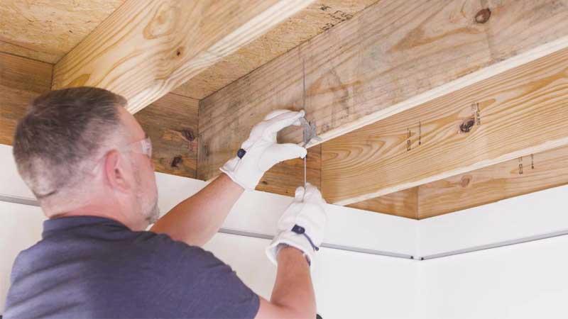 perbandingan kualitas plafon pvc dan plafon kayu