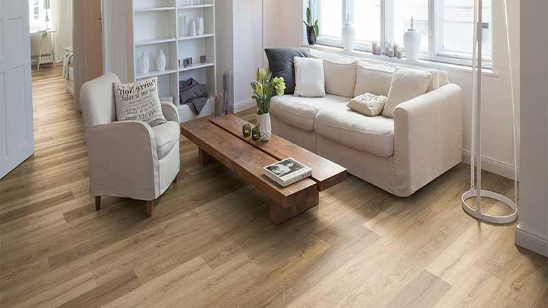 lantai parket laminated pada ruang tamu